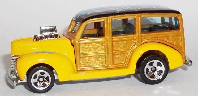 File:HW-Road Trippin'-2104-06-'40s Woodie.jpg