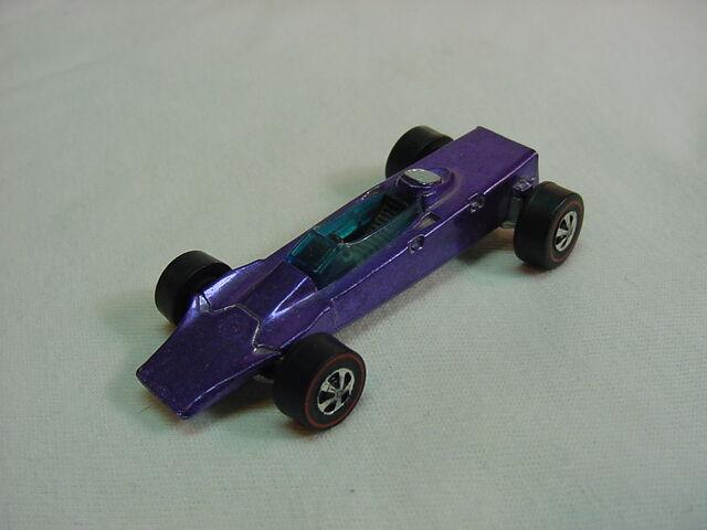 File:1969 Lotus Turbine blk int. purple Flyin Colors.jpg