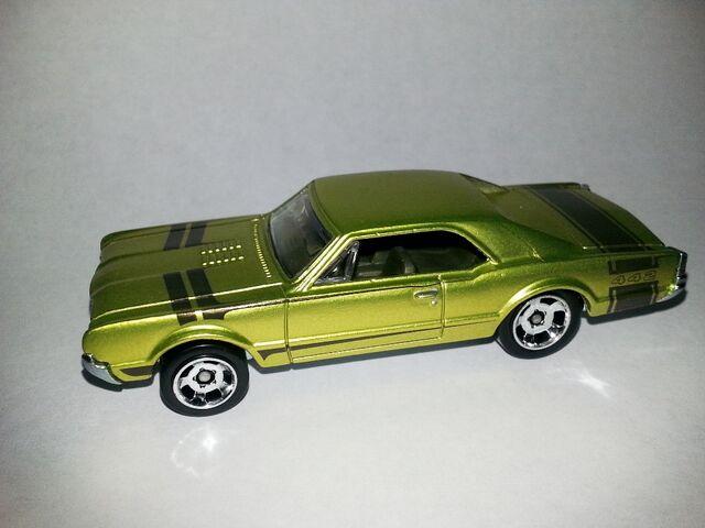 File:HW-Cool Classics--15-'67 Oldsmobile.jpg