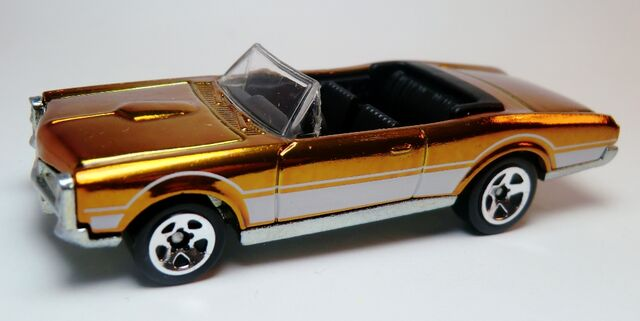 File:'67 Pontiac GTO Convertible-2008 HW Classics serie4.jpg