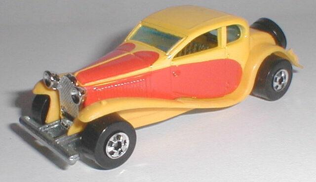 File:'37 Bugatti YelBW.jpg