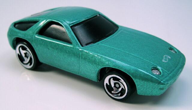 File:Porsche 928 green with dw3 wheels.JPG