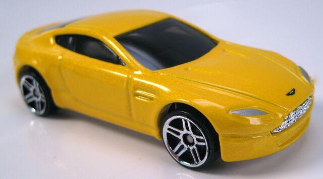 File:Aston Martin V8 Vantage yellow pearl 2005 FE.JPG