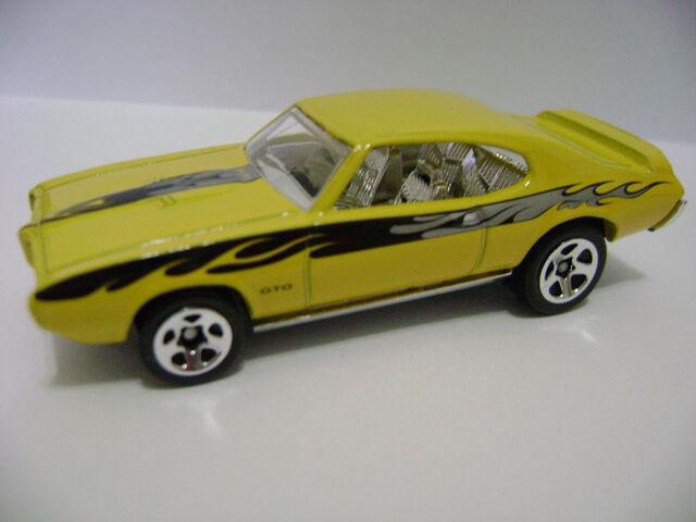 File:2006-'69 Pontiac GTO (yellow).jpg