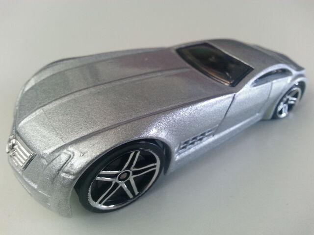 File:Cadillac V-16 Concept (Hardnoze) side.jpg