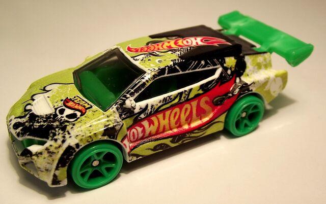 File:2013-109 Loop Coupe.jpg