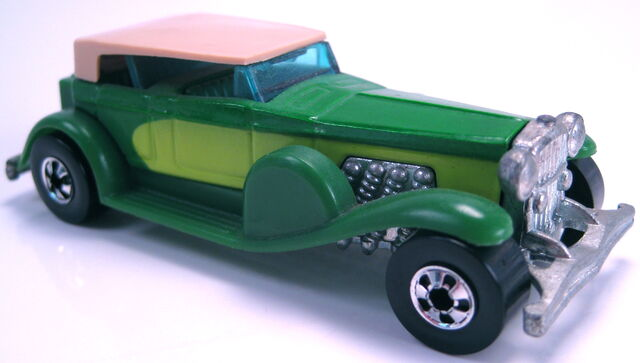 File:31 Doozie green lime sides green interior BW NO COUNTRY on base.JPG