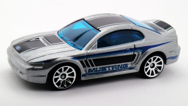File:1999 Ford Mustang-2015 096 Recolor.jpg