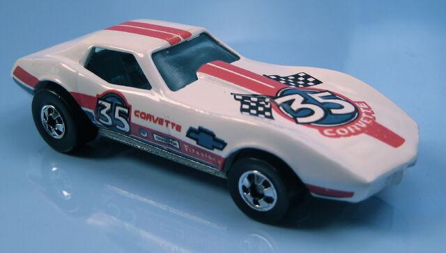 File:Corvette Stingray white, red blue tampos, BW, metal MAL base.JPG