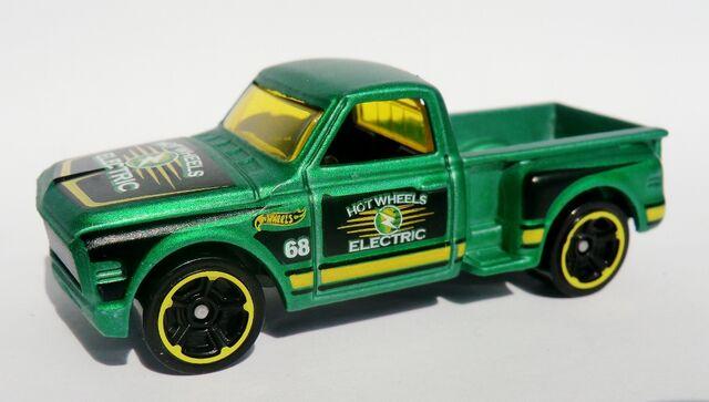 File:Custom '69 Chevy.140 2012.jpg