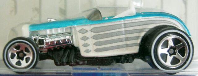 File:02-CA Deuce Roadster cls.jpg