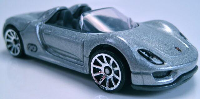 File:Porsche 918 spyder silver 2013 new model.JPG