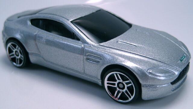 File:Aston Martin V8 Vantage silver.JPG