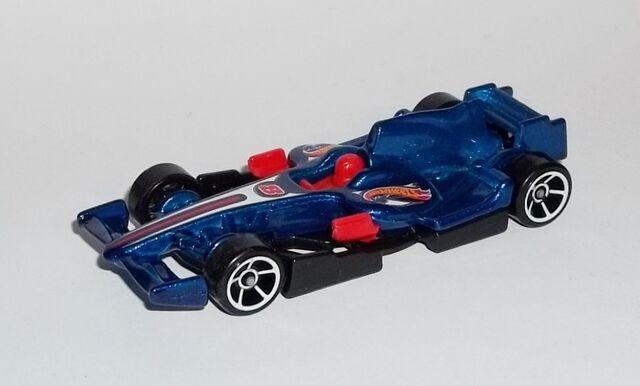 File:HW-2014-146-F1 Racer-RaceTeam.jpg