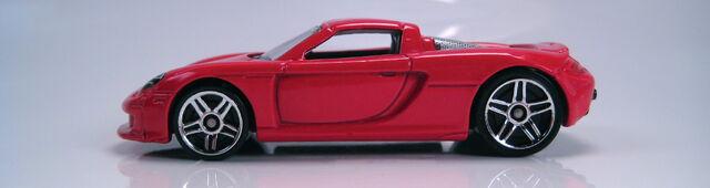 File:Porsche Carrera GT red profile.JPG