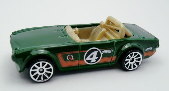File:Triumph TR6-2013 3-Pack.jpg
