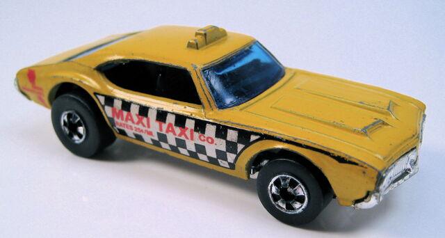 File:Maxi taxi yellow bw hong kong.JPG
