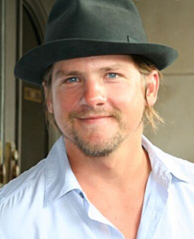 File:Zachary Knighton 2008 cropped.jpg