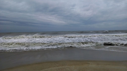 File:Waves on Assateague from Hurricane Arthur, 4 July 2014.png