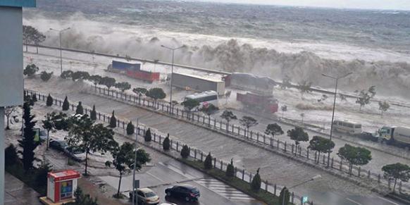 File:Tsunami (26).png