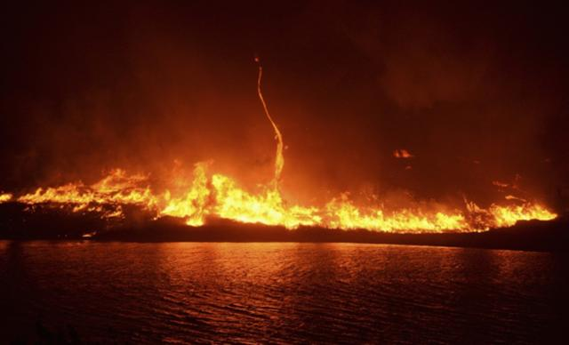 File:Wildfire with Firenado.jpg