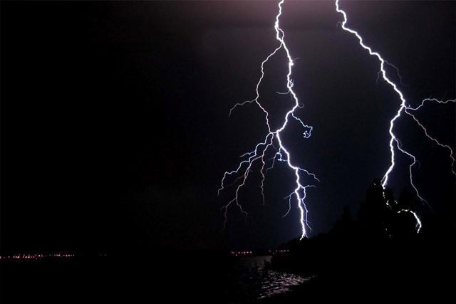 File:Lightning (1).jpg