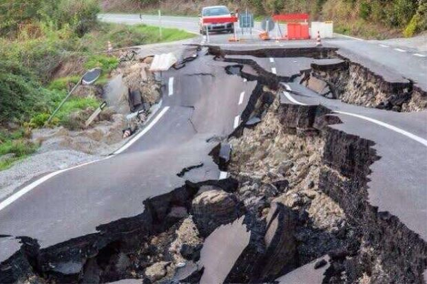 File:Earthquake-Split-Road.jpg