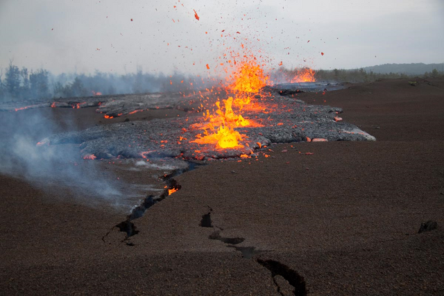 File:Mt Etna opens fissure and erupts.png