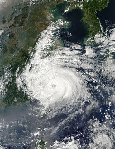 File:Typhoon Sinlaku 07 sept 2002 0510.jpg