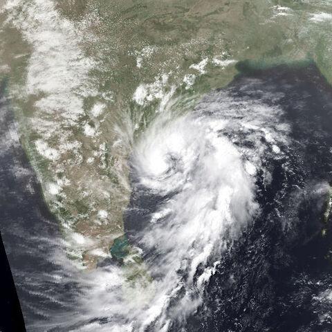 File:Cyclone 1-B may 1 1982 0852Z.jpg