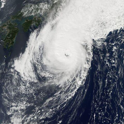 File:Typhoon Kirogi 18 oct 2005 0405Z.jpg