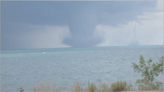 File:Twin Waterspouts.jpg