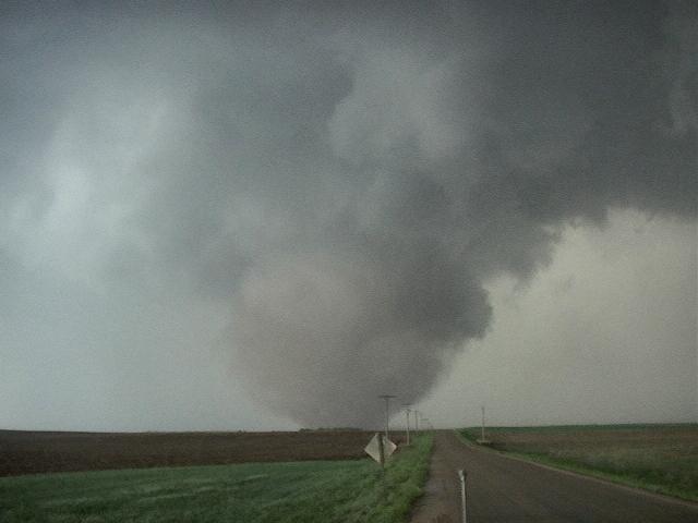 File:Tornado2c.jpg