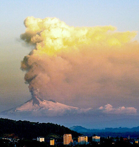 File:Llaima eruption1.jpg