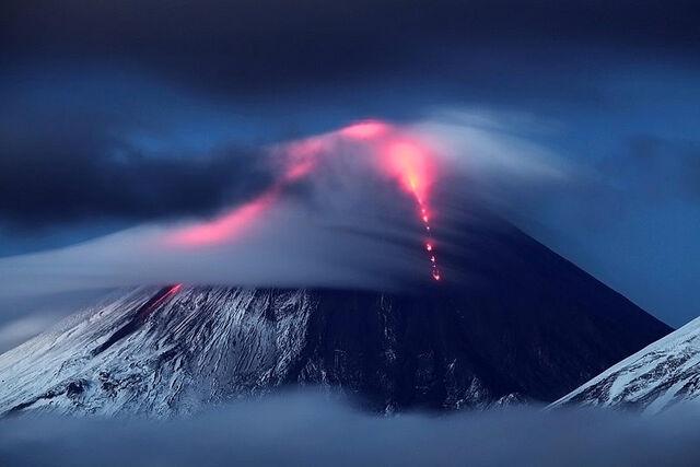 File:Kluchevskaya-sopka-volcano-eruption-kamchatka-russia-1.jpg