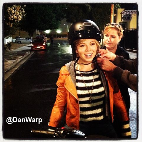 File:Jennette on igoodbye motorcycle.jpg