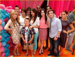 File:Iparty with victorious cast.jpg