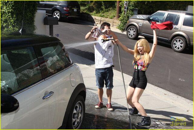 File:Jennette-mccurdy-car-wash-fun-02.jpg