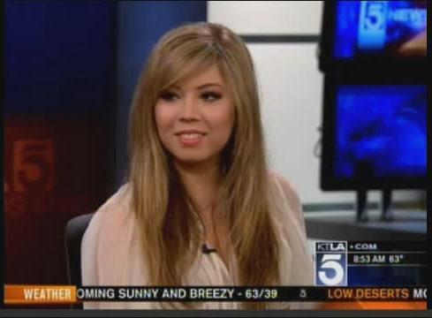 File:Jennette, on KTLA-tv, 04-24-11 500.jpg