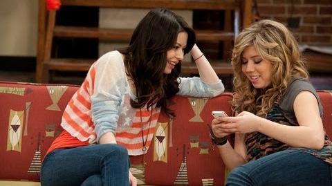 Miranda & Jennette's April Fools Jokes On iCarly Set