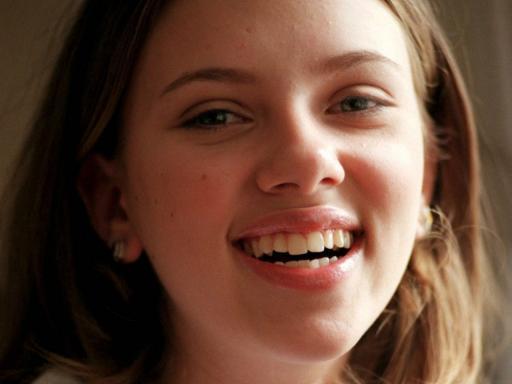 File:Scarlett-Johansson-Smiling-Face-512X384-1252-1-.jpg