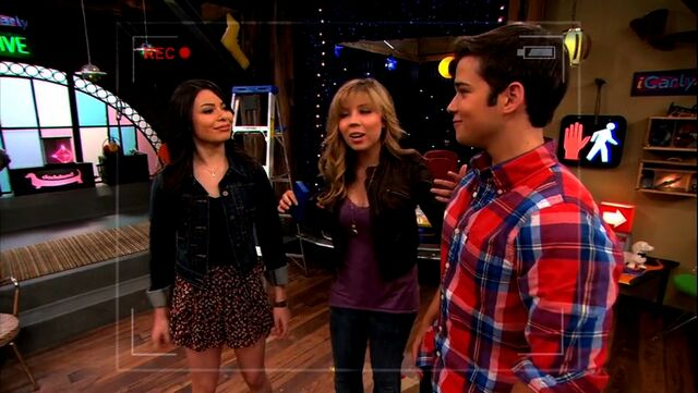 File:ICarly.S05E10.iToe.Fat.Cakes.480p.WEB-DL.x264-mSD.mkv 000102811.jpg