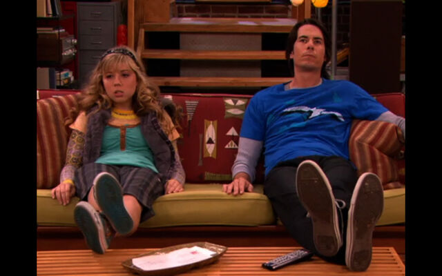 File:Couch-sam-and-spencer-3648043-1440-900.jpg