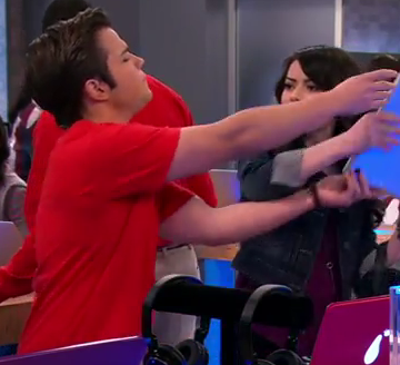File:ICarly-iPear-Store-Episode-7.png