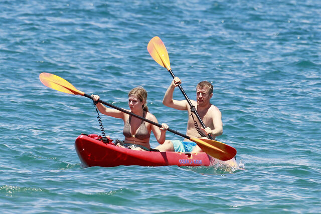 File:Jennette McCurdy Hawaiian Vacation 28629.jpg