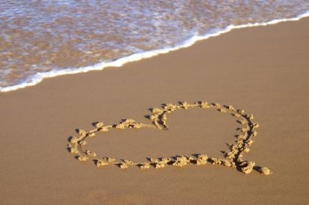 File:Heart-on-Beach.jpg