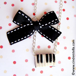 File:Piano necklace.jpg