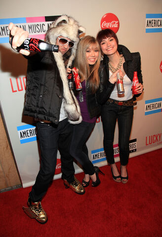 File:David-Lehre-Jennette-McCurdy-and-Agnes-Monica.jpg