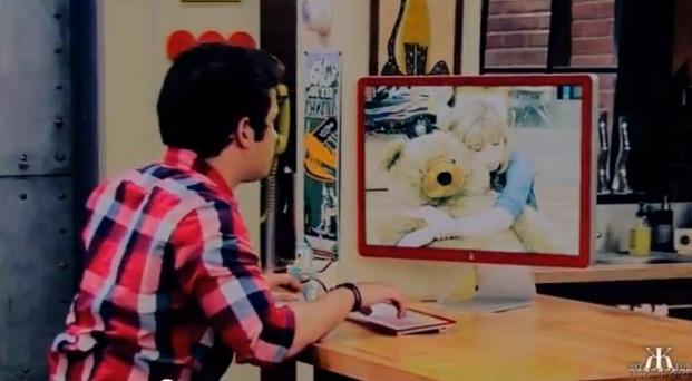 File:Freddie looking at Sam.jpg
