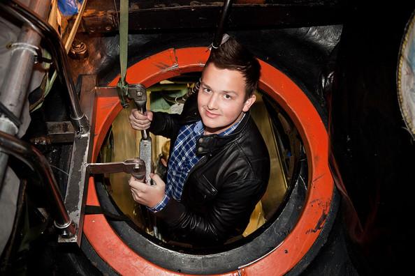 File:Noah+Munck+iCarly+Visits+Naval+Submarine+Base+LdltOvqXNOAl.jpg